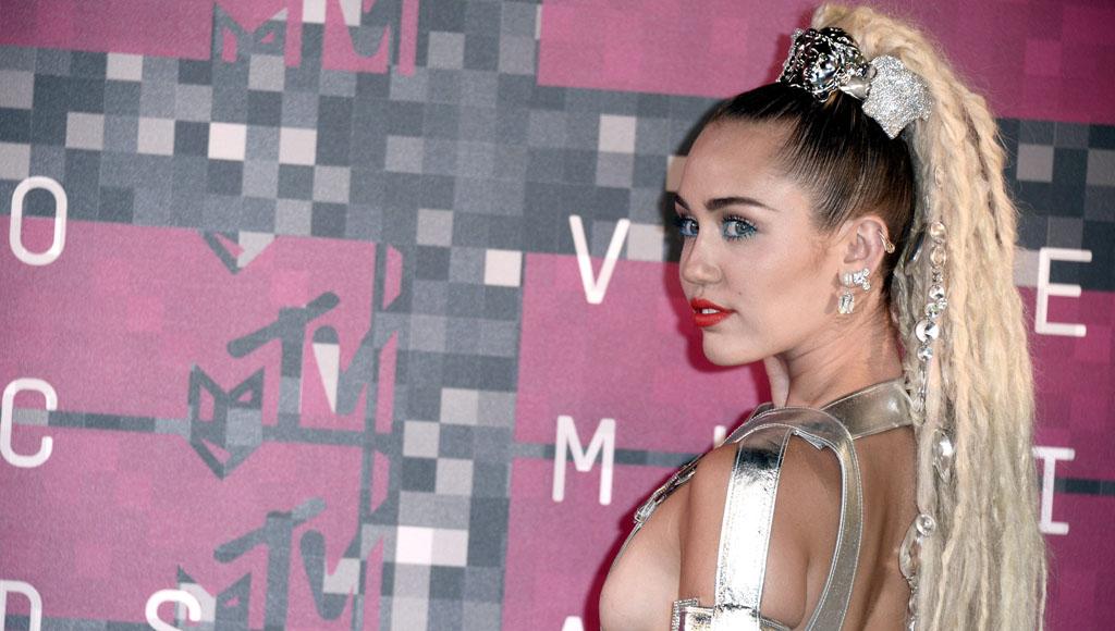 26 Cumpleaños de Miley Cyrus (23 de Noviembre)