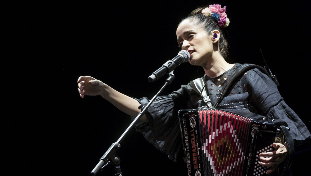 50 Cumpleaños de la cantante Julieta Venegas (27 de Noviembre)