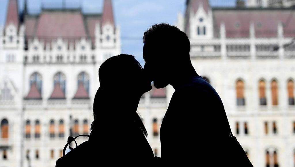 Día Internacional del Beso (13 de abril)