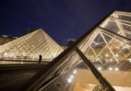 29-3-1989: Se inaugura la Pirámide del Louvre