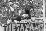 04-06-1982: Maradona ficha por F.C. Barcelona