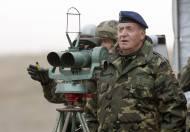 Juan Carlos I: Defensa